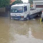 Gerüstbau in Ampermoching bei Hochwasser